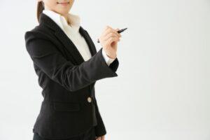 正装のスーツの色で女性の場合の選び方の基本は?