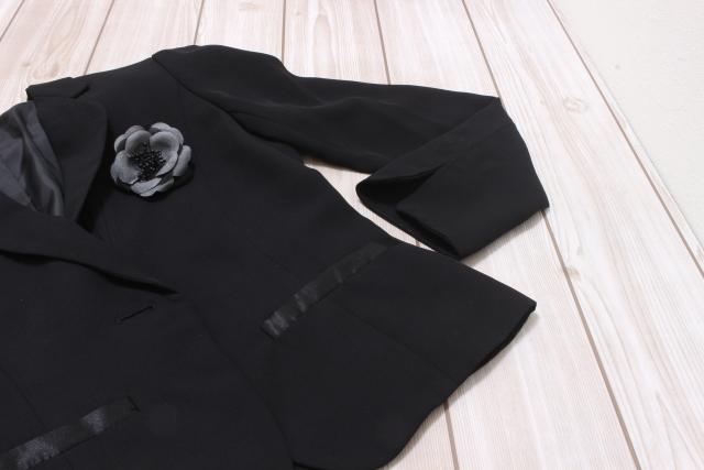 卒園式と入園式のスーツの着回し!黒色のママの着こなしやインナーは?