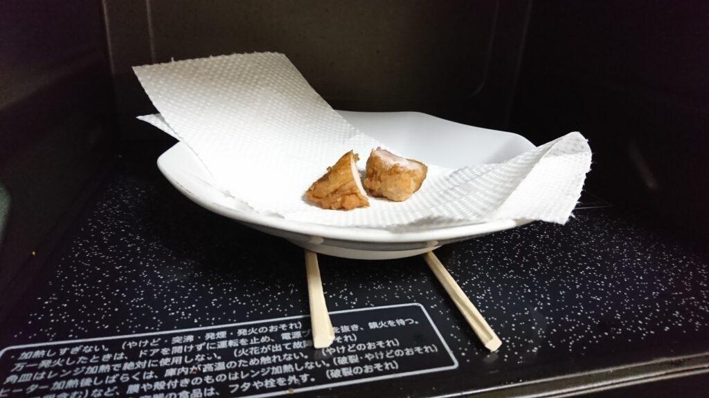 唐揚げの生焼けでレンジ加熱するときの割り箸ゲタ