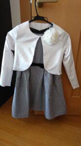 入学式で女の子のワンピースのコーデ ボレロとコサージュを組み合わせた例