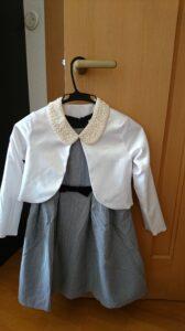 入学式で女の子のワンピースのコーデ ボレロと付け襟を組み合わせた例