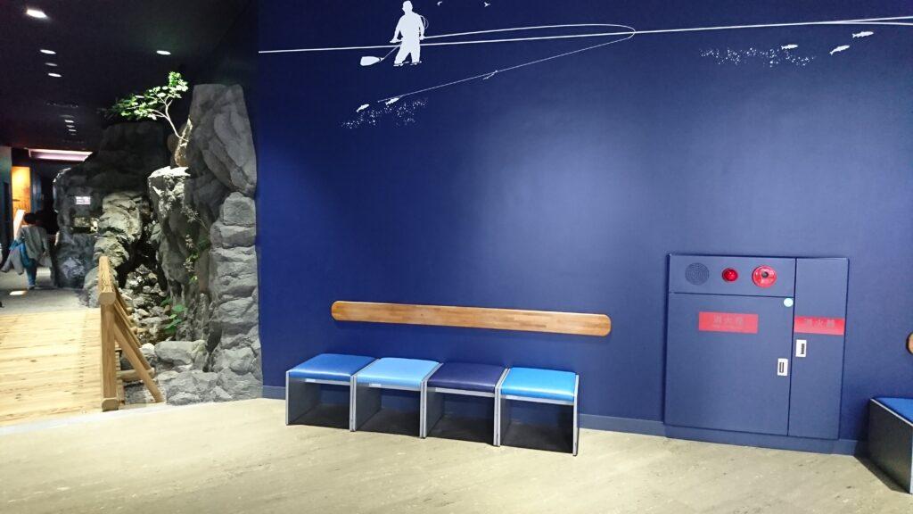 琵琶湖博物館の休憩するイス