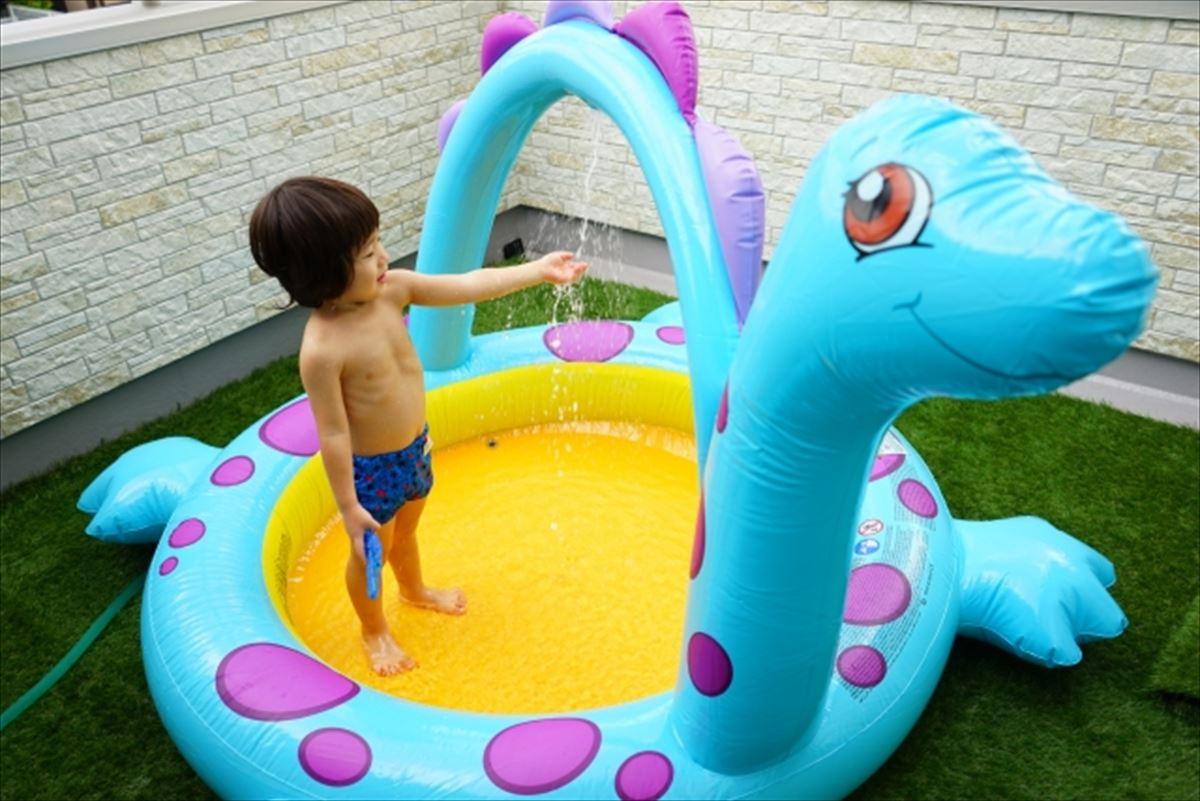 マンションのベランダでプールを子供に遊ばせるのは大丈夫?