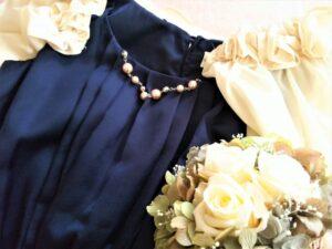 結婚式二次会服装で女性のときのマナーやNGは?素材や小物やデザイン注意点!