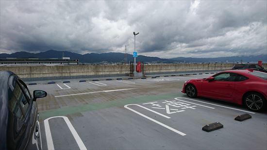 新幹線展望テラスがあるフォレオ大津一里山の駐車場