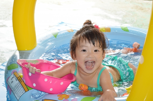 ビニールプールは大型か滑り台付きどちらが子供におすすめ?深いのはどう?