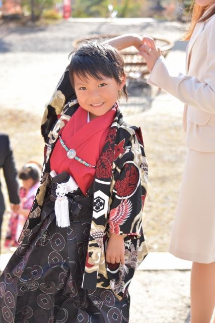 七五三の母親の服装でスーツなら形や色のおすすめは?黒やグレーでもいい?