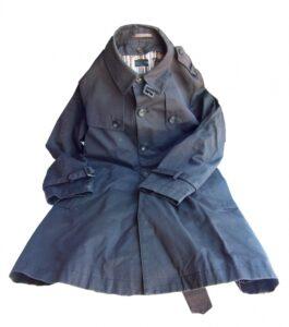 ネイビーのコートを秋に着るには?