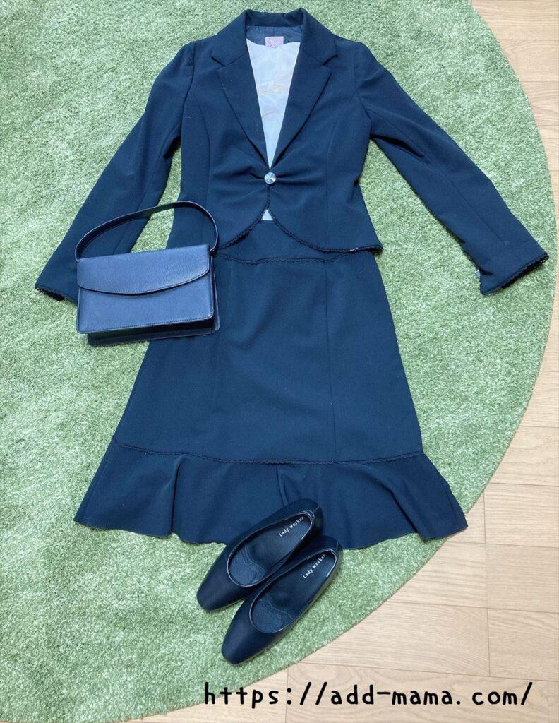 黒スーツに合うパンプスやバッグの色1 黒(黒のバイカラー)