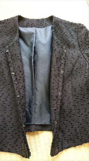 ルイルエブティックのワンピース&ジャケットアンサンブルスーツセット ジャケットのホックの部分