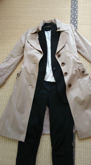トレンチコートとジャケットの重ね着
