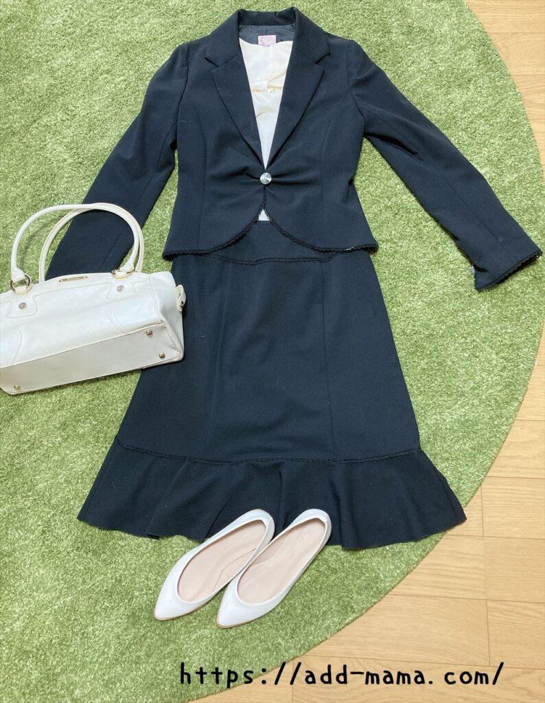 黒スーツに合うバッグや靴の色3 白・アイボリー