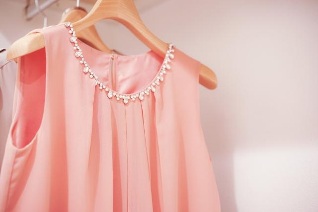 平服で式典のときの女性の服装は?記念式典や祝賀会やパーティーなら何を着る?