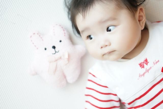 赤ちゃんがアルコール消毒を舐めたら対処は?誤飲不明時や症状で要注意なのは?