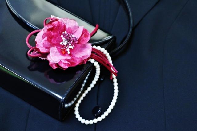 卒業式母のバッグは葬式用と兼用OK?冠婚葬祭用フォーマルバッグ選ぶなら?