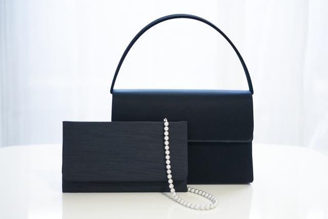 卒業式のフォーマルバッグは葬式用のものを兼用して大丈夫?