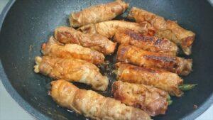 野菜の肉巻き甘辛味付けレシピ 調味料をからめる