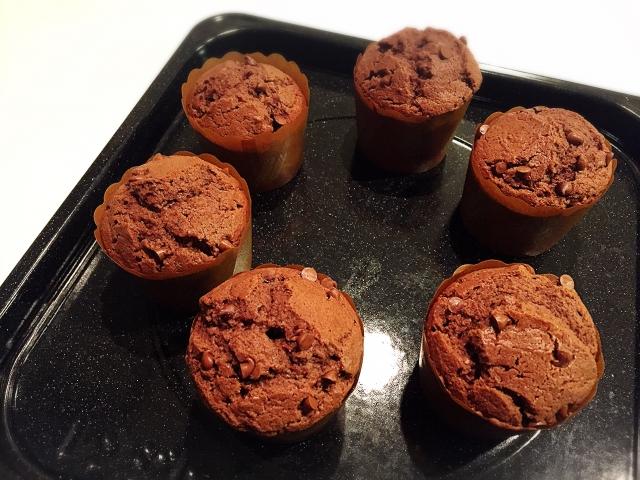 チョコマフィンでしっとり濃厚レシピなのにホットケーキミックスで簡単おいしく作れるものは?