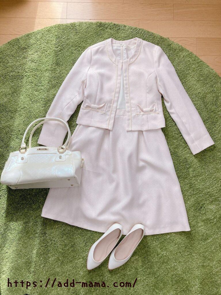 ピンクベージュスーツに合う靴やバッグの色1 白・アイボリー