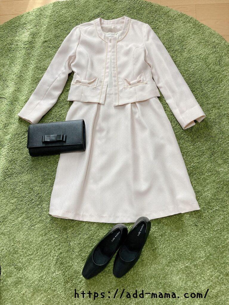ピンクベージュスーツに合う靴やバッグの色5 黒