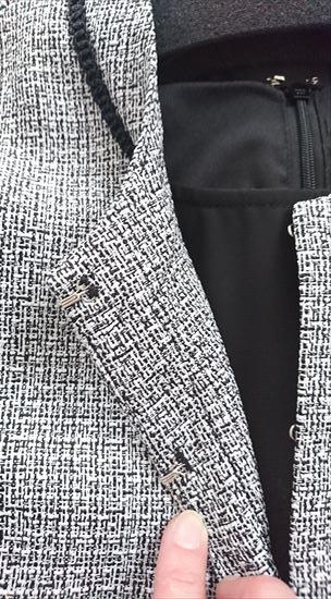 ルイルエブティックセレモニースーツ 着回し美人なアンサンブルスーツのジャケットのホックの部分