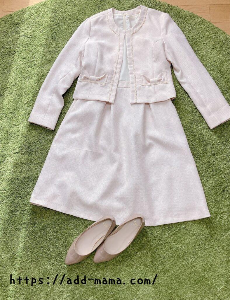 ピンクベージュスーツに合う靴やバッグの色3 グレージュ