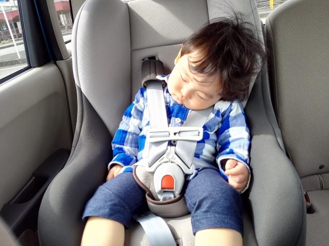 車のチャイルドシートの暑さ対策おすすめは?背中は?保冷材や汗対策は?