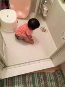 赤ちゃんや子供をお風呂場で水遊びさせるときの注意点や役立つことは?