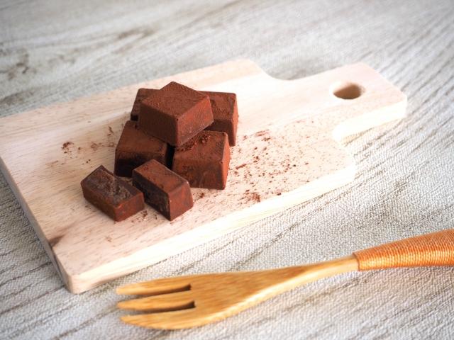 チョコを溶かすのにレンジを使い牛乳や生クリームを入れてガナッシュを作るレシピは?