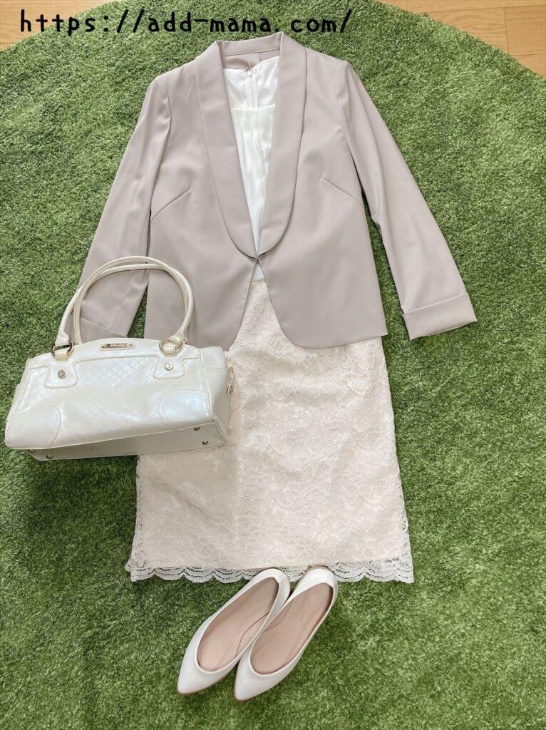 ベージュスーツに合う靴やバッグの色:白・アイボリー