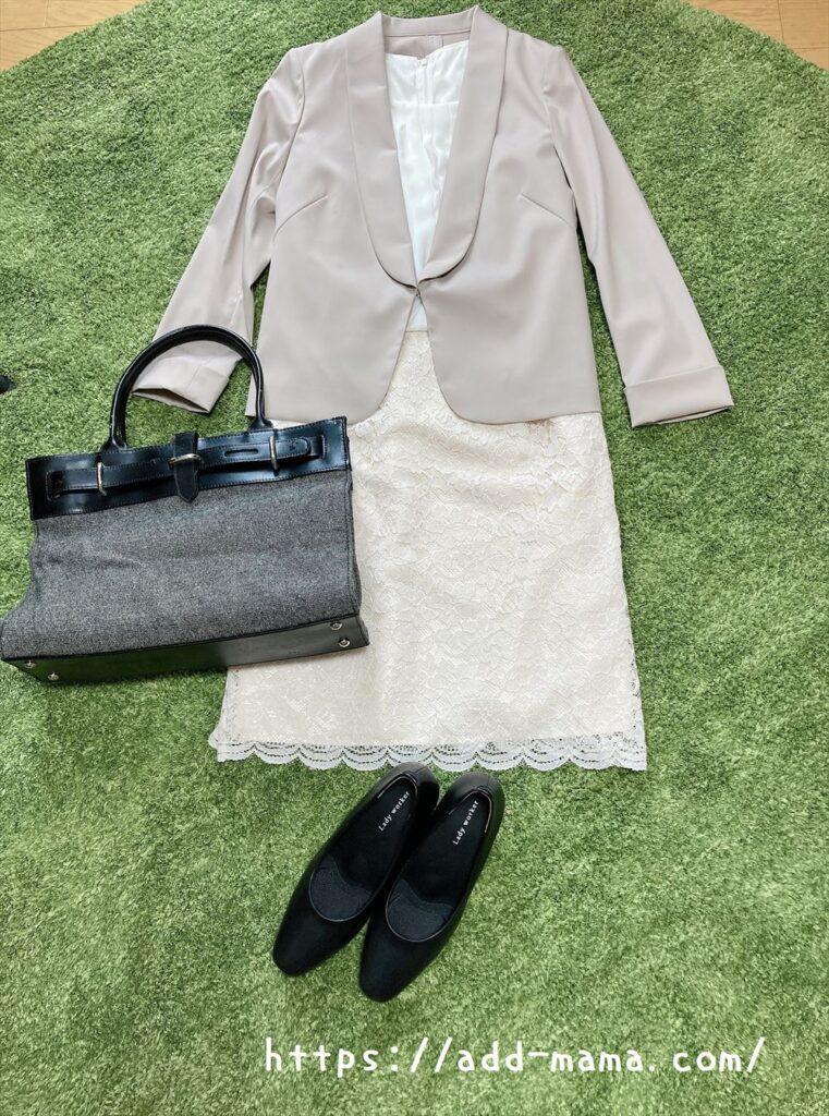 ベージュスーツに合う靴やバッグの色 グレー